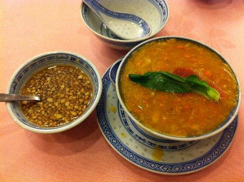 天香樓 上海蟹の卵肉かきまぜ麺