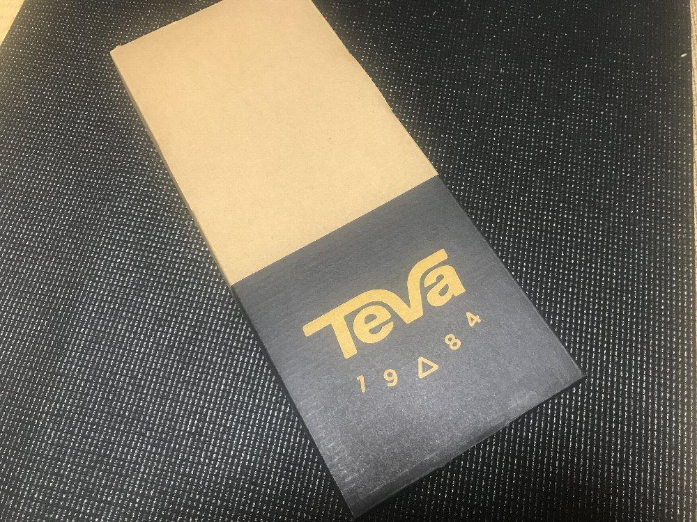 テバ TEVA ハリケーン XLT 箱