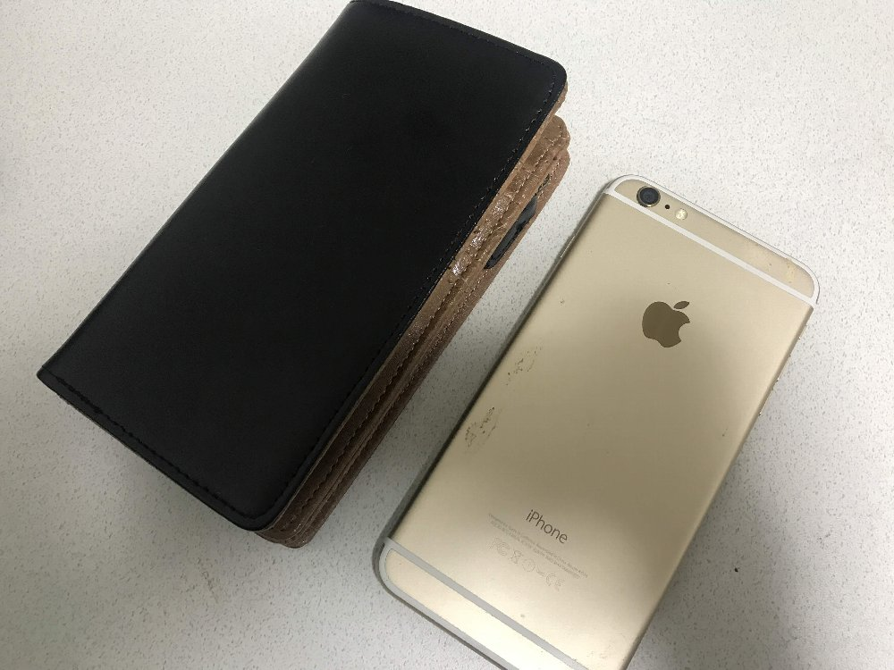 iPhone6plusと同じ大きさの財布