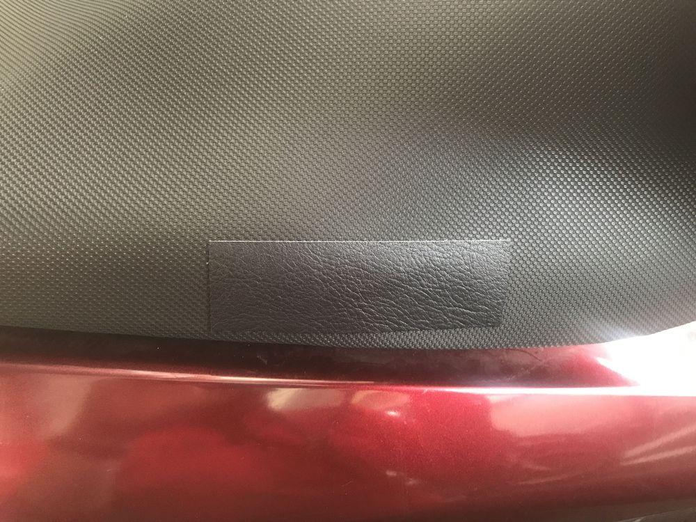 補修シートを貼り付けたバイクシート